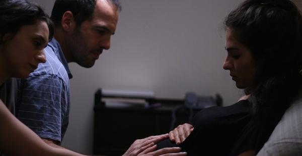 ״עיר מקלט״ של עמיקם קובנר. רותם זיסמן-כהן (מימין) עם נבו קמחי ולנה אטינגר