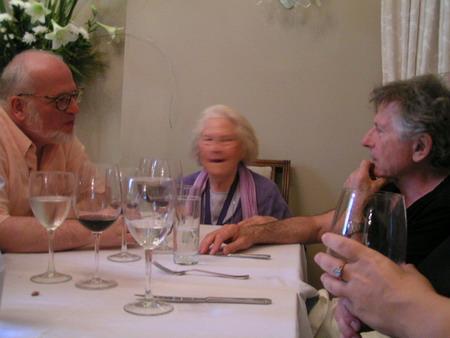 ון ליר בראש השולחן, פולנסקי משמאלה, סתיו מולו. צילום: יאיר רוה (שני משמאלו של פולנסקי)