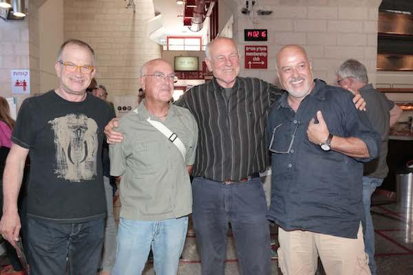 אירוע השקת הדי.וי.די של ״מסע אלונקות״, סינמטק תל אביב. משמאל: רנן שור, חנניה בר, ג׳אד נאמן ואילן דה-פריס (צילום: ענת מוסברג)
