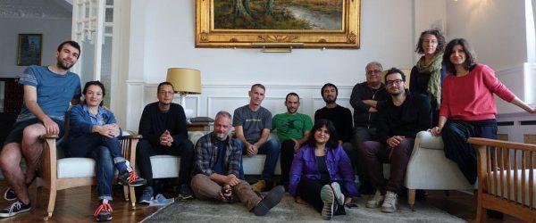 משתתפי סדנת התסריטים של סאנדאנס באיסטנבול, בחודש שעבר. יונתו דקל, בחולצה הירוקה במרכז. משמאלו פול פדרבוש, דנטה הרפר