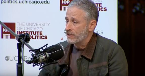 ג׳ון סטיוארט, השבוע באוניברסיטת שיקגו. ״אני מעדיף להצביע למיסטר טי על פני דונלד טראמפ״