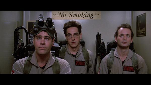 מימין: ביל מוריי, הרולד ראמיס ודן אקרויד ב״מכסחי השדים״