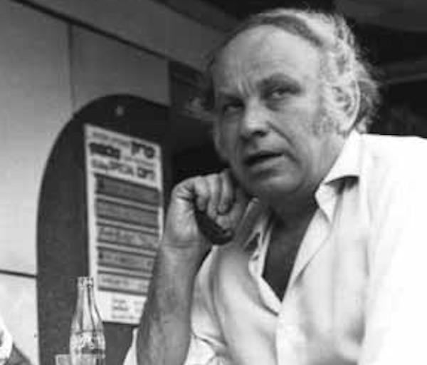 דוד גרינברג בקפה כסית, 1974. צילום: אורלי ז׳בין פרידלנדר