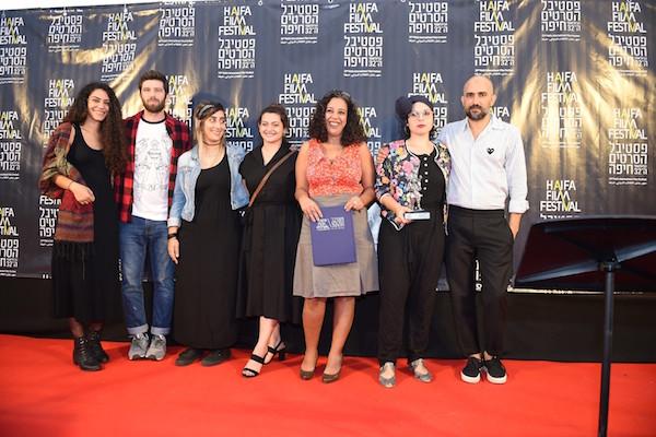 מימין: שלומי אלקבץ (מפיק), מייסלון חמוד (במאית), גלית כחלון (מפיקה), איתי גרוס (צלם), מישהי (שחקנית). צילום: ג׳ו לוציאנו