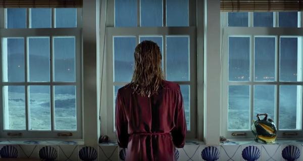 ״חולייטה״ של אלמודובר. האשה באדום