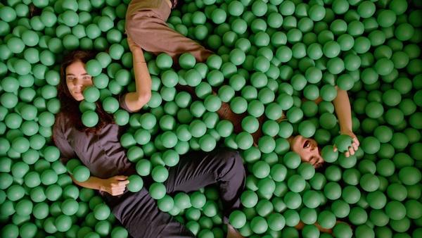 ״את לי לילה״. לירון בן-שלוש ודאנה איבגי בסרטו של אסף קורמן