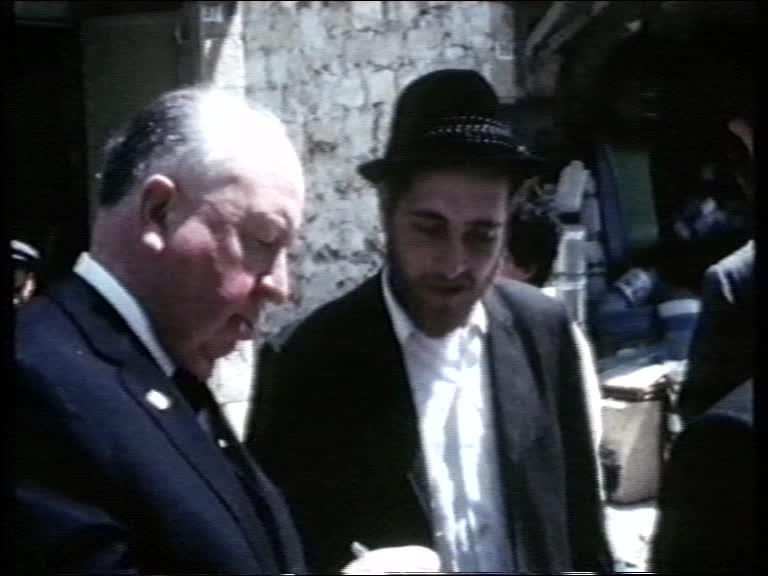 היצ׳קוק במאה שערים